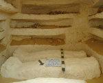 埃及考古学家发现了超过2000年历史的3座古墓。(HO/EGYPTIAN ANTIQUITIES MINISTRY/AFP)