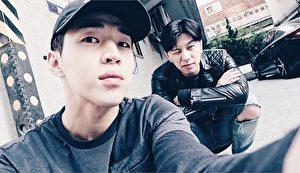 梁根榮(右)赴美就讀伯克利音樂學院,在學時因與Super Junior-M的Henry(左)同窗,在Henry引薦下,隨他一起到韓國音樂圈發展。(BAMM LLP提供)