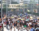 """民阵、社民连及香港众志等团体20日举行""""声援政治犯""""游行,逾10万港人参与了这次大游行。(李逸/大纪元)"""