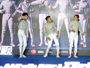 胡宇威(左)與主角三人熱舞。(寶麗來國際娛樂提供)