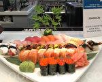 """旧金山机场寿司店""""友和""""展出的寿司美食。(景雅兰/大纪元)"""