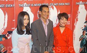 电影《Mrs K》演员(右起)惠英红、Faizal Hussein以及萧丽煊。(高䬠/大纪元)