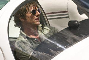 汤姆克鲁斯在《美国制造》中的飞行镜头都是亲自上阵。(环球提供)
