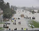 哈維颶風侵襲德州,由於持續降雨,休斯頓地區遭遇嚴重洪災。(Joe Raedle/Getty Images)