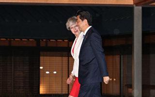日本首相安倍30日在京都招待來訪的英國首相梅伊,確認合作對北韓施壓。圖為晚宴在迎賓館舉行。(STR/AFP/Getty Images)