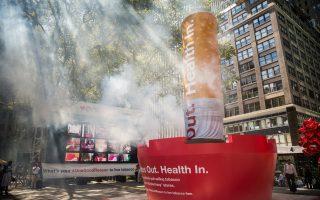 2014年9月,紐約零售商CVS宣布不再銷售菸類產品。 (Andrew Burton/Getty Images)