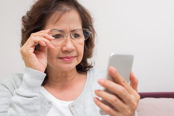 单光镜功能单一,但现在最新的多光镜使用方便。(Shutterstock)