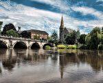 静静的塞文河环绕古镇(Anthony / Pixabay)