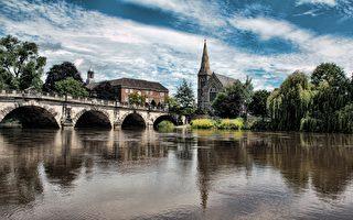 靜靜的塞文河環繞古鎮(Anthony / Pixabay)
