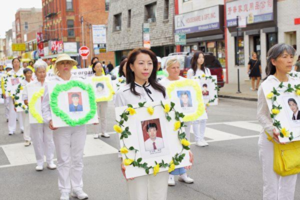 图为2017年8月5日,来自美国中部各州的部分法轮功学员在芝加哥中国城游行,反对中共政府迫害法轮功18年。(David Yang/大纪元)