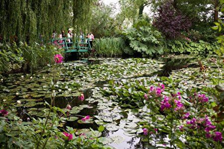 莫內的花園就如他的畫一樣色彩繽紛,帶有一點點的粗糙,卻還是精美絕倫。(歐棒巴黎提供)