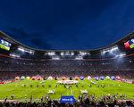 德甲2017/18賽季揭幕戰在慕尼黑安聯球場舉行,衛冕冠軍拜仁3:1擊敗勒沃庫森。(GUENTER SCHIFFMANN/AFP/Getty Images)
