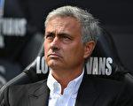 在主帅穆里尼奥率领下,曼联两轮比赛不但都零封对手,还打进8球,显露出冠军相。 (Dan Mullan/Getty Images)