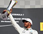 F1比利时站,梅赛德斯车手汉密尔顿赢得了职业生涯第200场胜利,第三次在比利时斯帕赛道夺冠。(Mark Thompson/Getty Images)