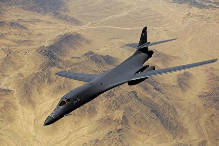 """美军8月8日派出有""""死亡天鹅""""之称的两架B-1B战略轰炸机飞越朝鲜半岛上空,进行军事威慑。图B-1B轰炸机。(维基百科公有领域)"""