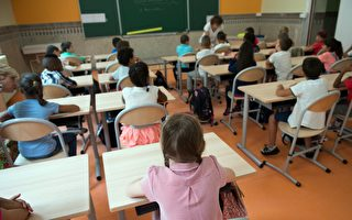 在2014至2015年間,公立學校的開除率激增了25%。(BERTRAND LANGLOIS/Getty Images)