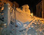 那不勒斯海岸附近的旅游胜利伊斯基亚岛(Ischia)于8月21日晚发生4.0级地震。目前已有两人死亡,39人受伤。( AFP PHOTO / Gaetano Di MEGLIO)