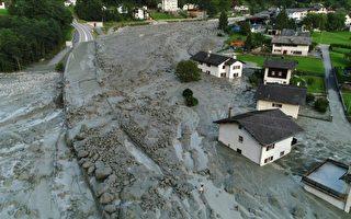8月24日空拍照片显示前一天发生的山体滑坡,导致瑞士小村被岩石和泥土淹没。山崩造成八名徒步旅行者失踪。(AFP PHOTO / LOCAL TEAM)