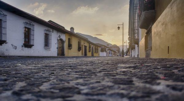 为了帮助瓜地马拉的当地贫民拥有一个家,杨元宁和父亲亲身投入建造工作。(Pixabay)