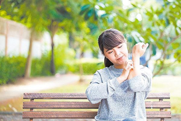 湿疹发作,周身瘙痒难耐,令人痛苦烦躁。扁康丸彻底清除肺部积热,从根本上解决了皮肤病的问题。 (shutterstock)