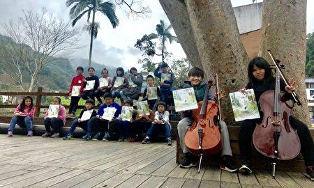 演奏搭配阅读,让学生对书中的故事感受更深。(台湾阅读文化基金会提供)