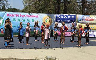 高雄市原民区兴中国小、茂林国小学童参加2017年旧金山国际童玩节嘉年华活动,表演原住民传统舞蹈歌谣。(提供)
