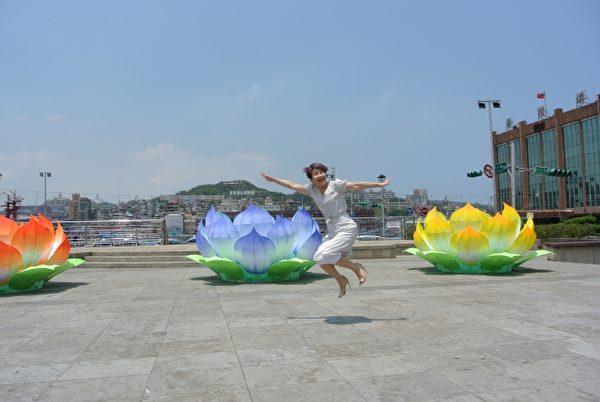 雞籠中元祭結合傳統與現代,文化局長馬嫻育邀您參與這場具藝術性、慶典性、歡樂性的活動。(周美晴/大紀元)