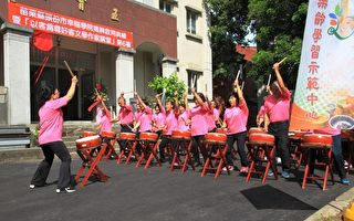 幸福鼓队揭开幸福学院的序幕。(许享富/大纪元)