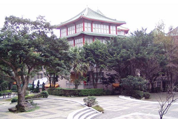 """中国文化大学50多位中国大陆学生近日传出被无预警""""退宿"""",校方解释,学生暑期未清空宿舍、违反规定,并非针对陆生。图为文大校园。(大纪元资料库)"""