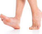 关怀你身边最爱的人,从关心他们的足部健康开始!(大纪元制图)