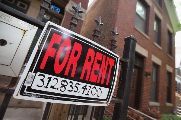 """市议会通过20条左右保护房客的系列法案,同时也把房东们置于更加狭窄的境地,他们需要更加小心别碰""""雷区""""。 (Scott Olson/Getty Images)"""
