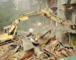 何观娇因房屋遭到强拆,欲以自尽抗争。图为强拆现场。(户主提供)