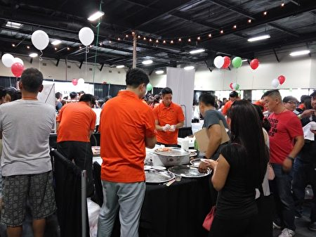 Wismettac亚洲食品公司在(Anaheim)阿纳海姆市举办了第十届B to B(business-to-business)的日本酒类和食品试吃、试饮展销会。(大纪元)