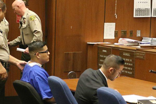 2017年8月16日,纪欣然命案首名凶手加西亚(Andrew Garcia)(蓝衣)宣判的庭审现场。(大纪元)