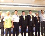 桃园市长郑文灿(中)参加桃园市太阳能源论坛。(桃园经发局提供)