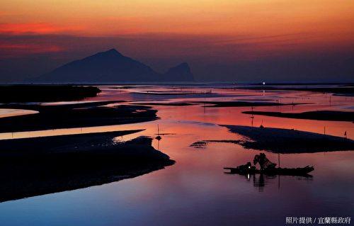 丰富的自然生态,独特的奇景变化,是畅游龟山岛屿最在地的面貌。(宜兰县政府提供)