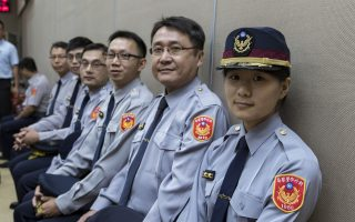 警察晉陞授階   防詐專家波麗士妹妹成焦點