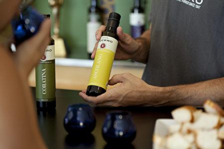 图:获奖连连的Lucero橄榄油。(大纪元)