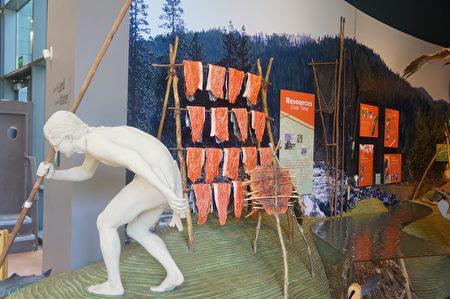 图:印地安人捕鱼时的塑像。(大纪元)