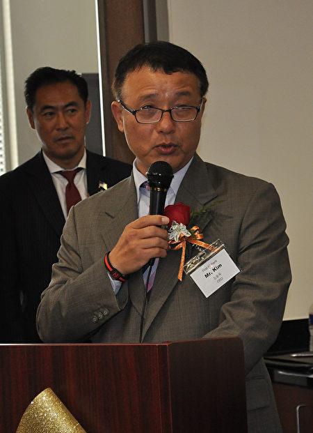 图:总裁及CEO金东郁致辞。(乐原/大纪元)