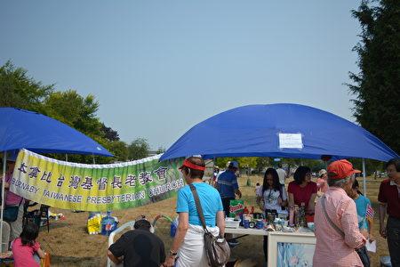 圖:大溫哥華台灣同鄉會舉辦台灣遊園會,二手貨義賣攤位。(邱晨/大紀元)