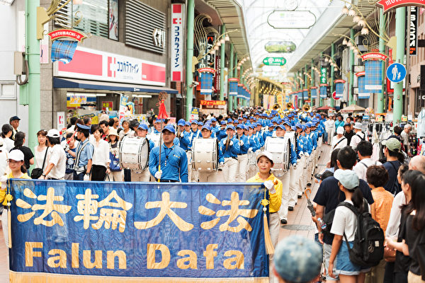日本法轮功关西三大城游行 东西方民众支持