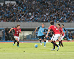 8月23日在日本舉行的一場亞冠4強中,川崎前鋒主場以3-1戰勝浦和紅鑽。(野上浩史/大紀元)