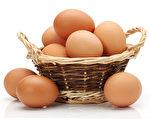 鸡蛋很容易打碎。如果你把所有的鸡蛋都放进一个篮子里,而那个篮子不小心损坏了,或者掉在地上,那么,你就一颗鸡蛋都没有了。(Depositphotos)