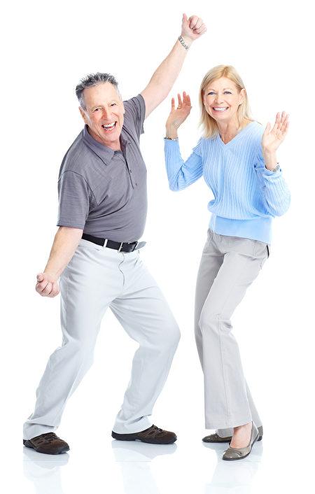 一对年迈的夫妻在跳舞。(Fotolia)