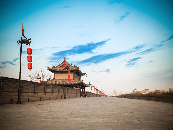 毕再遇坚守灵壁城门,保护宋军撤退。图为西安城墙。(Fotolia)