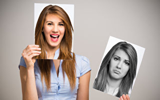 美國加州大學柏克萊分校的研究表明,接受自己的負面情緒,會有較少負面情緒,這有助於增進心理健康。圖為一名改善心情的女子。(Fotolia)