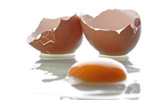 近日,德國從荷蘭和比利時進口的雞蛋被查出有農藥,涉及數百萬個雞蛋。現正緊急召回。(Andreas Rentz/Getty Images)