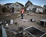 """图:新州环保局的""""蓝岭计划""""收购桑迪灾区房产作为防洪开放空间。图为新州海边被桑迪飓风损毁的居民住房。(Mark Wilson/Getty Images)"""