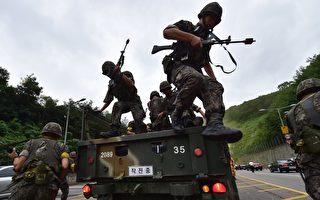 朝鮮獨裁者人金正恩8日說要觀察美國的動作,並未明確表示放棄向關島射導彈的計劃。下週一(21日)的美韓軍演,將是檢驗金正恩決心的第一個關鍵點。圖為美韓聯合軍演的情形。(JUNG YEON-JE/AFP/Getty Images)